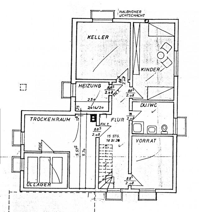 eckbungalow auf gro em grundst ck jutta vollmer immobilien. Black Bedroom Furniture Sets. Home Design Ideas